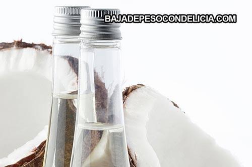 El aceite de coco al inducir la producción de enzimas digestivas puede mejorar la digestión