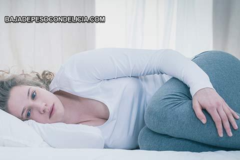 Los síntomas de los brotes de fibromialgia incluyen dolores corporales similares a la gripe y agotamiento, dolor, fatiga y otros síntomas.