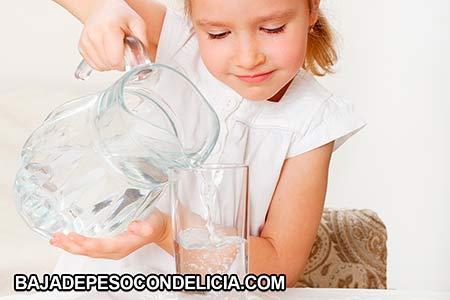 Los brotes de acné se pueden prevenir mediante la hidratación