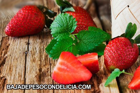 Frutas para adelgazar hojas y fresas